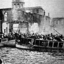 smyrna-citizens-trying-to-reach-the-allied-ships-during-the-smyrna-massacres-1922