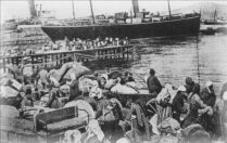 Smyrna-massacre-refugees_port-1922